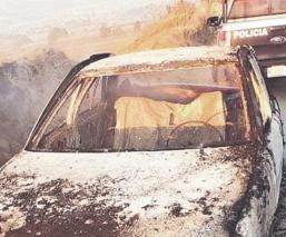 Vecinos se topan con cadáver calcinado al interior de un vehículo abandonado, en Edomex