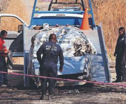 Matan a balazos a dos secuestrados y calcinan sus cuerpos dentro de un taxi, en Morelos