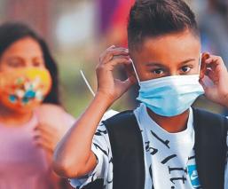 Niños podrían ser vacunados contra Covid-19 a principios de 2022, en Estados Unidos