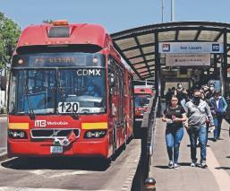 Metrobús se podrá pagar con tarjetas de crédito y smartphones; ya planean la Línea Cero