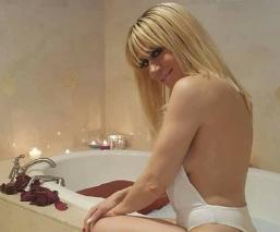 Noelia aparece desnuda tomando un baño de sol e incendia las redes sociales