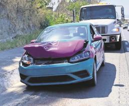 Por ir a exceso de velocidad, ajustador de seguros choca y llama a sus amigos en Morelos