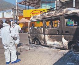 Habitantes de Huitzilac incendian camioneta y causan destrozos en Presidencia Municipal