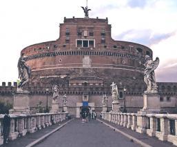 Silvia quería una vida alegre pero la pandemia del Covid-19 frustró sus planes, en Italia