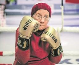 Mujer de 75 años practica boxeo para frenar el parkinson en Belgica