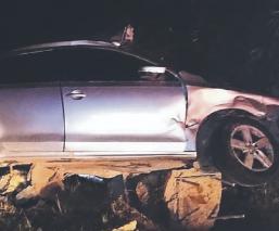 Automovilista acelerado muere al chocar y terminar fuera de la autopista, Edomex