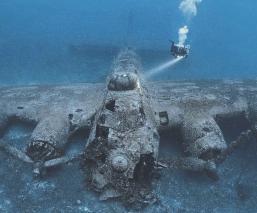 Buzo encuentra avión de la Segunda Guerra Mundial en el fondo del mar, en Croacia
