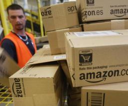 Ante largas jornadas laborales, repartidores de Amazon orinan en botellas y se viralizan