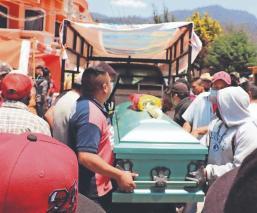 Sepultan a trabajadores mexiquenses que murieron en un accidente vehicular en Sonora