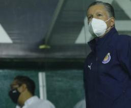Chivas ratifica a Ricardo Peláez como director deportivo