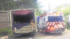 Joven viaja en una camioneta, saca la cabeza y muere en el Edomex