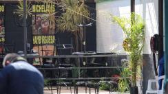 Bar abre sus puertas pese a semáforo rojo y comando armado mata a dos clientes, en Morelos