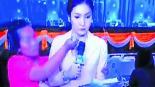 Mujer ataque destornillador conductora Tailandia