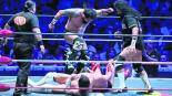 Aliados a Rush, el Terrible y la Bestia del Ring le dan paliza a sus rivales