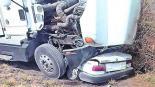 Tráiler choca contra taxi Morelos Muere chofer y pasajero