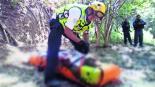 asaltante se avienta al barranco para huir de policía