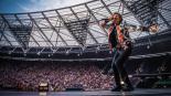 Mick Jagger regresa con enérgico baile tras someterse a operación