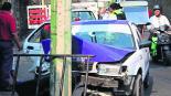 taxista ebrio choca contra poste se parte la cabeza en cuernavaca