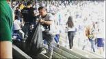 Aficionados de Pumas limpiaron el estadio de CU