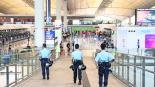 Aeropuerto internacional de Hong Kong reanuda vuelos tras disturbios protestas manifestantes china