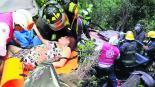 Familia sobrevive barranco carretera Toluca Temascaltepec