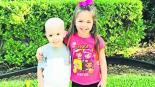 foto niña cancer consuela hermana