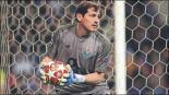 Casillas durante un partido con el Porto