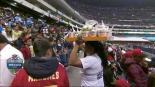 Vendedora de sopas sorprende a prensa internacional en el Azteca