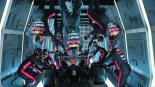 Mecánicos de Red Bull hacen un cambio de ruedas a un Fórmula 1 a gravedad cero