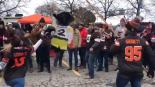 Aficionados hacen piñata de un jugador de la NFL