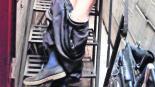 anciano muere colgado resbala escaleras