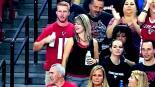 """Aficionada toca """"parte íntima"""" a su novio en pleno estadio"""