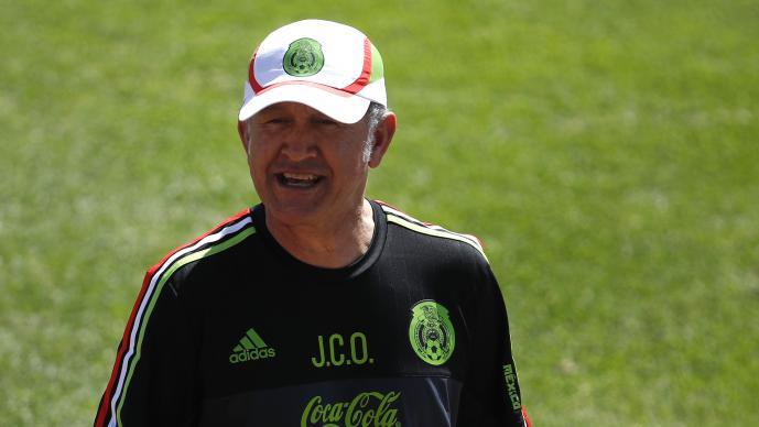 Cafú visita el Estadio Azteca