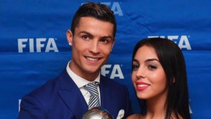 Cristiano viajó con su sexy novia antes de enfrentar al Atlético