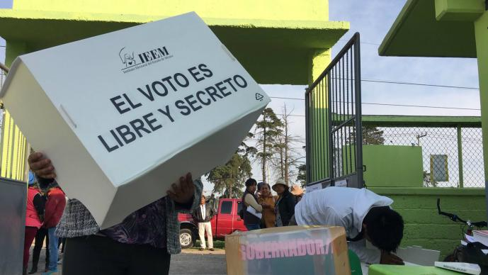 Josefina Vázquez Mota emite su voto en Huixquilucan