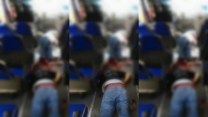 Pasajero dispara a asaltantes en Tlalnepantla; mueren en el hospital