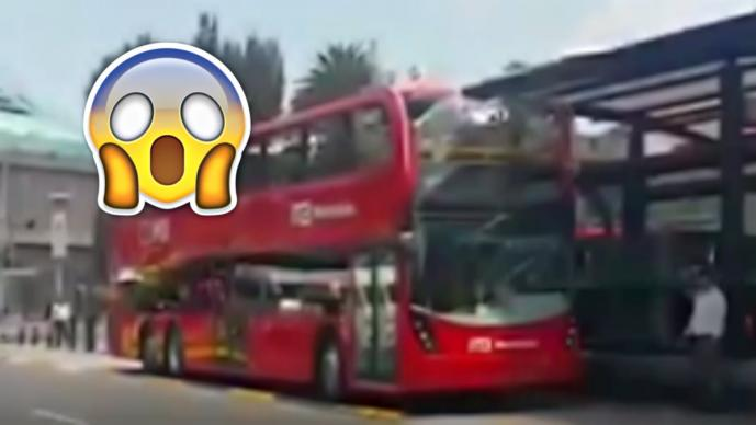 [Video] Durante pruebas, Metrobús de doble piso choca contra estación