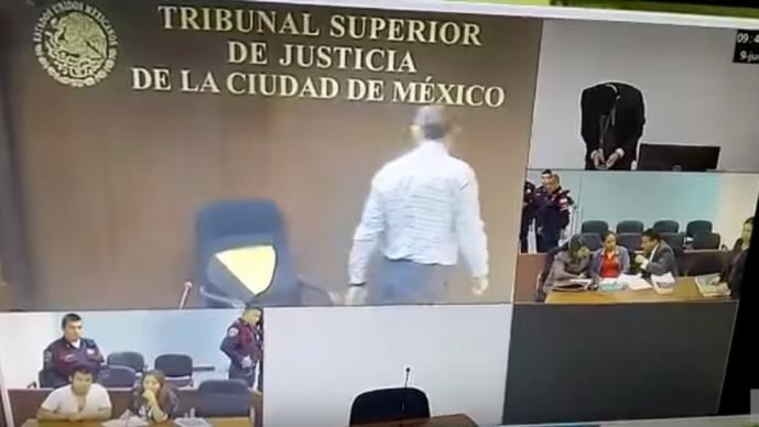 Tribunal capitalino suspende a juez que destruyó silla por