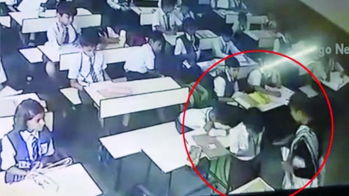 Maestra castiga a alumno con 40 cachetadas