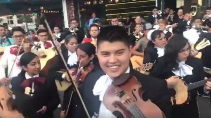 En Garibaldi, canciones por víveres para damnificados #VIDEO