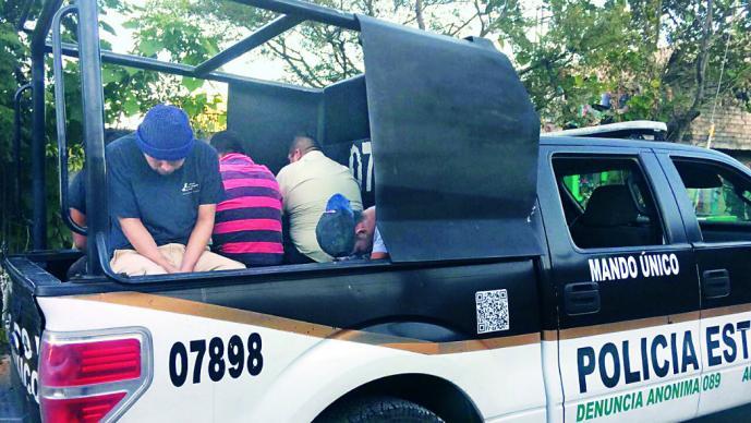 Tras operativo, detienen a 81 personas en Cuatitlán Itzcali