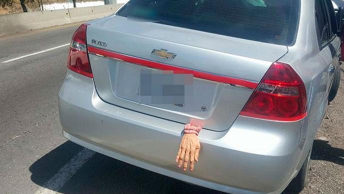 Adorno de Halloween desata miedo y persecución policiaca en Tlaxcala
