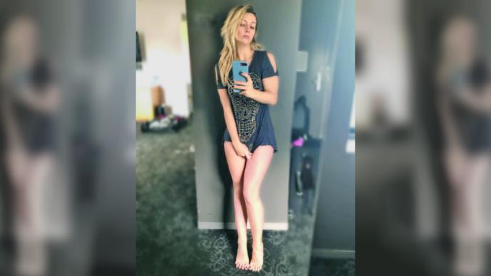 Fey roba suspiros con fotos desnuda en su habitación