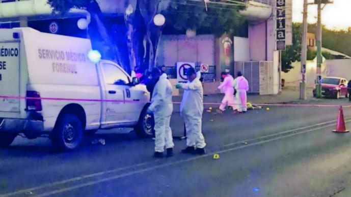 Asesinan a profesor afuera de bar en Morelos