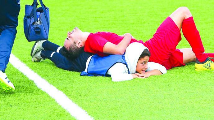 Un niño de 12 años salvó a un futbolista en pleno partido