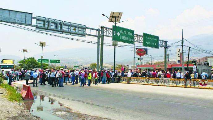 Vandalizan maestros Congreso en Guerrero