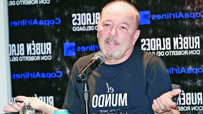 """Le roban a Rubén Blades en hotel en Boca del Río"""""""
