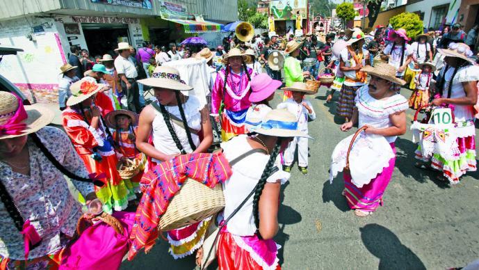 Hombres Vestidos De Mujer Celebran A Lo Loco En Metepec
