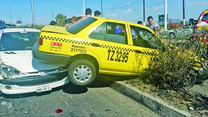 Camion De La Ruta B Impacto A Un Ford Ka Y Un Peugeot Fueron Proyectados Contra Un Taxi