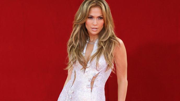 Jennifer Lopez remarca su anatomía en diminuta ropa   El Gráfico